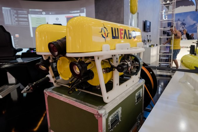 The remotely-controlled unmanned submersible