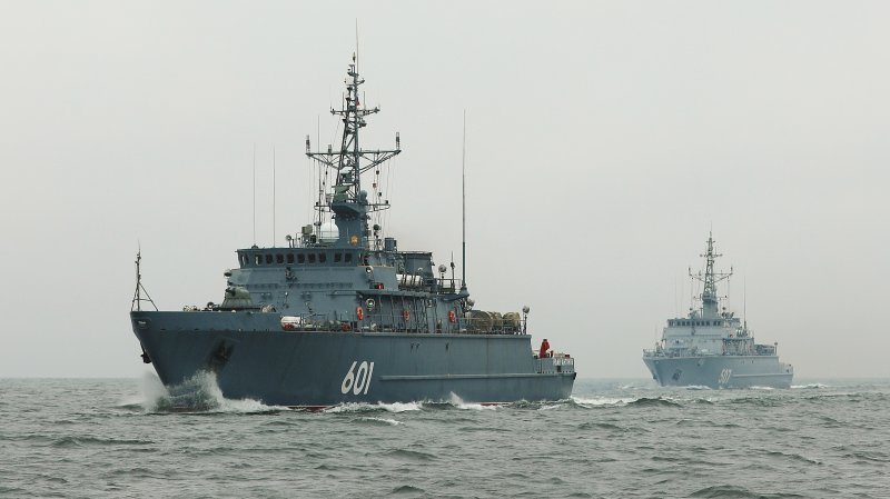 Project 12700 minesweepers Aleksandr Obukhov and Ivan Antonov in one order