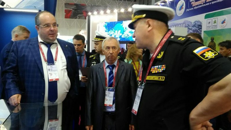 Vice Admiral Igor Mukhametshin and KSRC director Pavel Filippov at the Army-2019 forum