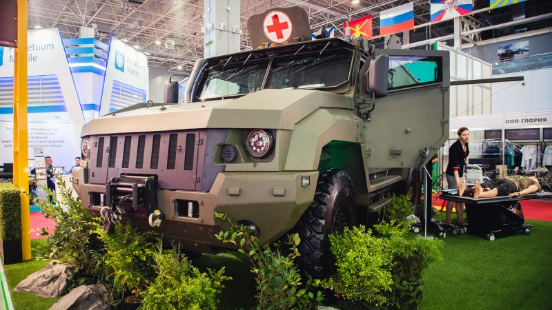 Prototype sample of Linza medevac rover based on Typhoon K-53949 designed by JSC Remdiesel