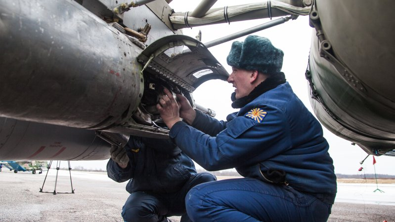 Servicing of aircraft gun GSh-23 in the UPK-23-250 suspended container